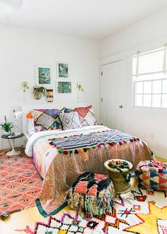 Bohemian Bedroom Decor Ideas - Discover bohemian bedrooms that will certainly influence you to overhaul your room this spring. Bohemian Bedrooms, Boho Bedroom Decor, Bedroom Inspo, Bedroom Colors, Bedroom Inspiration, Bedroom Ideas, Design Bedroom, Boho Room, Girl Bedrooms
