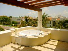 Terrazas on pinterest terraces tropical gardens and jacuzzi - Jacuzzi en la terraza ...