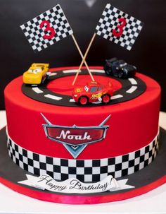 Creative Dessert Tables on Cars theme birthday! This beautiful detailed cake was provided by client SWIPE to see more- photography by purroy_photo_video Disney Cars Cake, Disney Cars Birthday, Cars Birthday Parties, Disney Cakes, Disney Cars Party, Car Themed Birthday Party, Bolo Blaze, Cars Theme Cake, Kreative Desserts