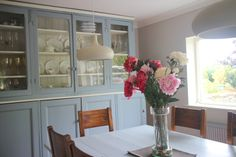 The realtor told us to invest in a new kitchen if we wanted to attract a buyer. See how I updated it with a lick of paint and SOLD the house to the next viewer ! Old Kitchen, China Cabinet, Shabby, Tutorials, Paint, Storage, House, Inspiration, Furniture