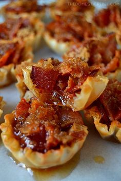 Maple Caramel Bacon Crack Bites: bite-sized morsels of heaven filled with crispy, smoky bacon, sweet brown sugar and sticky, syrupy maple syrup. Only four easy ingredients and it makes a TON. Easily doubled or tripled! - Food and Drink Finger Food Appetizers, Yummy Appetizers, Appetizers For Party, Appetizer Recipes, Finger Foods, Thanksgiving Appetizers, Breakfast Appetizers, Bite Size Appetizers, Food For Parties