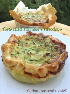 Zucchini and stracchino savory pie:separator:Zucchini and stracchino savory pie Potato Recipes, Pasta Recipes, Cake Recipes, Quiches, Strudel, Zucchini, Crepes, Healthy Chicken Dinner, Food Decoration