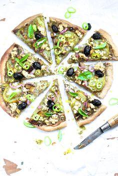 Saveurs Végétales: Green pizza Greek Recipes, Veggie Recipes, Healthy Recipes, Veggie Food, World Street Food, Green Pizza, Vegan Lunch Box, Food Lab, Saveur