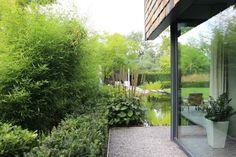 In een nieuwbouwwijk te Vught hebben wij deze tuin ontworpen en aangelegd. Behoudens een paar grote bomen was het terrein bij aanvang geheel leeg. Nu, bijna 2 jaar na de aanleg, ligt er een volwaardige tuin waar de privacy nu al volledig gewaarborgd is. Heerlijk relaxen in deze groene oase!