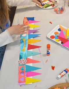 Paper crowns are a great craft for kids' birthday parties! Paper Crafts For Kids, Crafts For Girls, Projects For Kids, Diy For Kids, Arts And Crafts, Preschool Birthday, Birthday Crafts, Birthday Parties, Birthday Fun