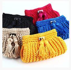 A CATARINA MINA é uma marca de bolsas de crochet, que além de fazer uma moda linda, abre para seus clientes o custo de toda a produção envolvida na criação de seu produto, adorei!