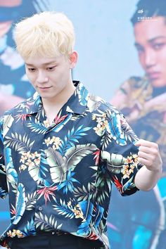 Chen - 170813 Gwanghwamun HotTracks fansign  Credit: 널 닮은 눈부심. (핫트랙스 광화문점 팬사인회)