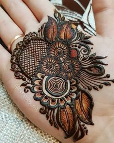 Latest Mehndi Designs mehndi is the word says itself one of the most popular fashion in women of all ages. Easy Mehndi Designs, Latest Mehndi Designs, Bridal Mehndi Designs, Khafif Mehndi Design, Indian Mehndi Designs, Mehndi Designs For Girls, Mehndi Design Pictures, Henna Tattoo Designs, Mehndi Images