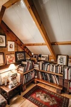10 Wonderful Interior Pictures Books In Bookcase By Turned-on Table Lamp design Interior Exterior, Interior Design, Small Attics, Attic Spaces, Cozy Place, Living Room Decor, Diy Home Decor, Bookcase, Sweet Home