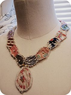 Mari Makes: Project - Button Libraries and Quilted Jewelry Part 2 Jewelry Crafts, Jewelry Art, Jewelry Design, Textile Jewelry, Fabric Jewelry, Fabric Necklace, Beaded Necklace, Textiles, Custom Jewelry