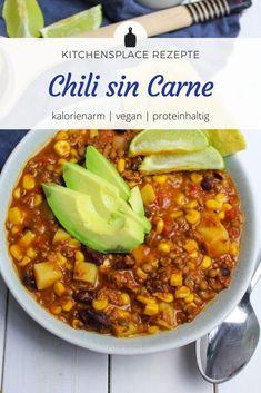 Ein veganes Rezept für ein reichhaltiges Chili sin Carne mit jeder Menge pflanzlichen Proteinen. Weitere Rezepte findest Du auf www.kitchensplace.de Chili Sin Carne, Vegan, Soup, Soups And Stews, One Pot, Vegetarian Lunch, Vegetarian Recipes, Healthy Eating, Soups