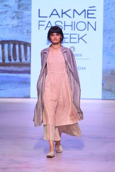 Lakme Fashion Week, India Fashion, Indian Attire, Indian Wear, Indian Dresses, Indian Outfits, Boho Fashion Over 40, Modern Fashion, Simple Kurti Designs