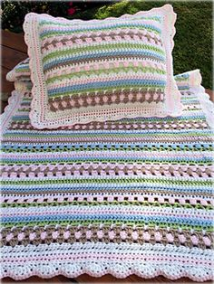 ♥ The blanket pattern comes with a matching pillow pattern!