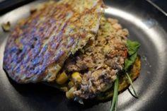Grøntsagssandwich brød med tun i tangpesto, avocado og med majs..  En fantastisk, nem og lækker ret..