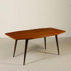 Tavolo; legno di teak. Buone condizioni; presenta piccoli segni di usura.