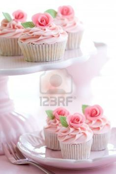 Wedding cupcakes are a modern choice which is seen more and more often at wedding receptions. The cupcakes look delicate and pretty and they come in different styles and sizes. Rosette Cupcakes, Floral Cupcakes, Pretty Cupcakes, Beautiful Cupcakes, Sweet Cupcakes, Wedding Cupcakes, Cupcake Cookies, Pink Cupcakes, Rose Cupcake