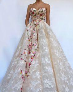 #teutamatoshiduriqi gorgeous floral embroidered tulle dress