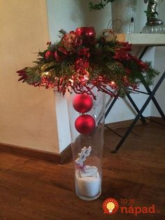 Bildergebnis für kerststuk in glazen vaas Christmas Vases, Christmas Arrangements, Christmas Flowers, Christmas Mantels, Noel Christmas, Christmas Centerpieces, Christmas Decorations To Make, Christmas Projects, Xmas