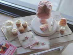 Dollhouse miniature pink cake with cupcakes by Kimsminibakery