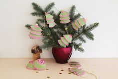 Weihnachtsgirlande basteln Xmas Crafts, Diy And Crafts, Tree Skirts, Advent, Planter Pots, Christmas Tree, Holiday Decor, Crafting, Christmas