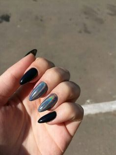 Semi-permanent varnish, false nails, patches: which manicure to choose? - My Nails Almond Acrylic Nails, Cute Acrylic Nails, Fun Nails, Black Almond Nails, Dark Nails, Matte Nails, Stiletto Nails, Coffin Nails, Ongles Kylie Jenner