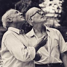 "bauhaus-movement: "" Pablo Picasso and Le Corbusier on the site of Unite d'habitation in Marseille 1949 Le Corbusier, Pablo Picasso, Picasso Art, Philip Johnson, Kenzo Tange, Shaun Tan, Frank Gehry, Famous Architects, Portraits"