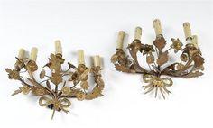Paire d'appliques en bronze et laiton à motif de rubans noués et