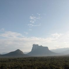 Excelente domingo! Fotografía del cerro Autana cortesía de @gavilanteena  #LaCuadraU #GaleriaLCU #Autana #Venezuela