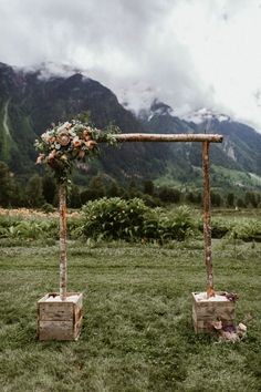 Rustic ceremony backdrop with stunning mountain views Image by Hayley Williamson Photography Exactly what are Wedding Ceremony Ideas, Rustic Wedding Backdrops, Wedding Events, Outdoor Ceremony, Rustic Backdrop, Wedding Receptions, Wedding Locations, Wedding Bells, Wedding Centerpieces