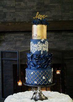 New Wedding Cakes Blue Navy Gold 24 Ideas - Hochzeit Ideen Navy Blue Wedding Cakes, Navy Blue And Gold Wedding, Wedding Cakes With Cupcakes, Navy Gold, Sequin Cake, Cupcakes Flores, Bolo Cake, Blue Cakes, Amazing Wedding Cakes
