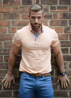 Le Polo, Herren Outfit, Muscular Men, Good Looking Men, Mode Outfits, Haircuts For Men, Hairstyles Haircuts, Mens Clothing Styles, Bearded Men