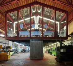 Galería de Vidrio en el Edificio Kadar Media Lab / Geotectura Studio