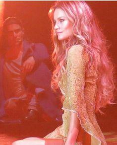 Gringoire guarda Esmeralda nell'ombra Phantom Of The Opera, Notre Dame, Musicals, Emerald, Musical Theatre