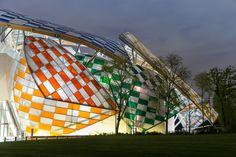 En images : la Fondation Louis Vuitton totalement relookée par Daniel Buren - Sortir - Télérama.fr