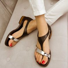 Sandals Summer Shoespie Metal Color Flat Sandals - There is nothing more comfortable and cool to wear on your feet during the heat season than some flat sandals. Shoe Boots, Shoes Sandals, Flats, Gladiator Sandals, Flat Shoes, Roman Sandals, Shoe Shoe, Boho Sandals, Leather Sandals