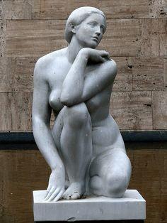 """Josep Clarà Ayats (1878-1958), Olot, Catalunya, Spain. Catalan sculptor. """"La Deessa"""" o """"l'Enigma"""". Plaça Catalunya. Barcelona. Foto: DaveGray, via Flickr."""