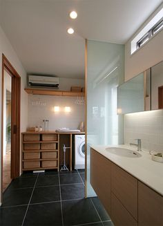 洗面所 Japanese Modern House, Laundry In Bathroom, Home And Deco, Minimalist Home, House Rooms, Home Interior Design, Ideal Home, House Plans, New Homes