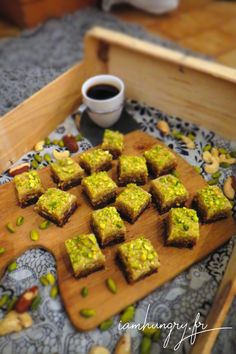 Petits carrés desserts crus- IAMHUNGRY Desserts Crus, Raw Desserts, Healthy Snaks, Vegan Plate, Paleo, Keto, I Want To Eat, Raw Vegan, Raw Food Recipes