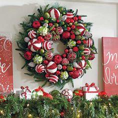 Christmas Balls, Christmas Home, Christmas Crafts, Christmas Ornaments, Green Christmas, Christmas Movies, Magical Christmas, Homemade Christmas, Christmas Holidays