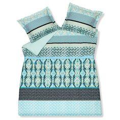 Bedding in turquoise tones.