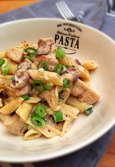 Pikáns csirkés tészta No. 3. – VIDEÓVAL! | GastroHobbi Pasta Noodles, Pasta Recipes, Pasta Salad, Main Dishes, Bacon, Food Porn, Food And Drink, Meals, Chicken