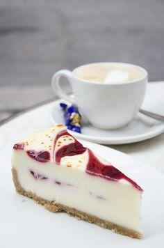 kakkua, kaasoilua ja häähumua - Love Da Helsinki   Lily.fi #coffee #cake #dessert #weekend
