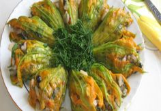 12 Flavors You Should Taste for Dinner When Your Way to Aegean Region - Obst Turkish Recipes, Italian Recipes, Ethnic Recipes, Zucchini Blossoms, Eastern Cuisine, Fish And Meat, Fresh Fruits And Vegetables, Iftar, Saveur