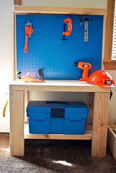 DIY | Play Workbench (http://mcbabybump.blogspot.com/search/label/Woodworking)