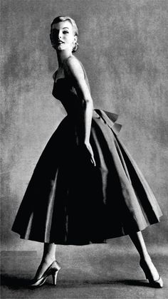 Vogue Maio de 1949 - Foto de Clifford Coffin e vestido assinado por Paquin
