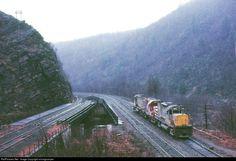 Net Photo: LV 408 Lehigh Valley Alco at Glen Onoko, Pennsylvania by miningcamper Iron Mountain, Lehigh Valley, Urban Exploration, Abandoned Buildings, The Good Old Days, Locomotive, Pennsylvania, Diesel, Michigan