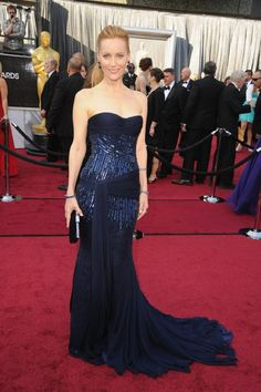 Leslie Mann, 2012 Oscars~Can't go wrong with such a classic color as navy blue.