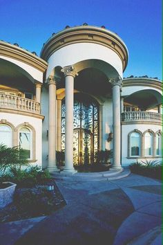 Beautiful Entrance to this Mansion 😍c