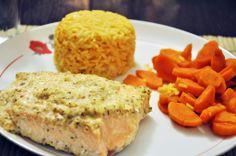 łosoś w marynacie czosnkowo-imbirowej z marchewką i papryką oraz ryżem curry   http://www.sztukastudiowania.pl/2014/02/recipe-salmon-in-garlic-ginger-marinade.html?showComment=1392287050948#c1800341050199047279