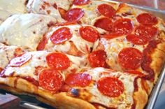 Image uploaded by Ida Weinstein. Find images and videos about food, yummy and delicious on We Heart It - the app to get lost in what you love. I Love Food, Good Food, Yummy Food, Awesome Food, Yummy Yummy, Sicilian Style Pizza, Sicilian Food, Italian Style, Pizza Cool